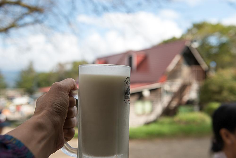 滝沢牧場のジョッキ牛乳