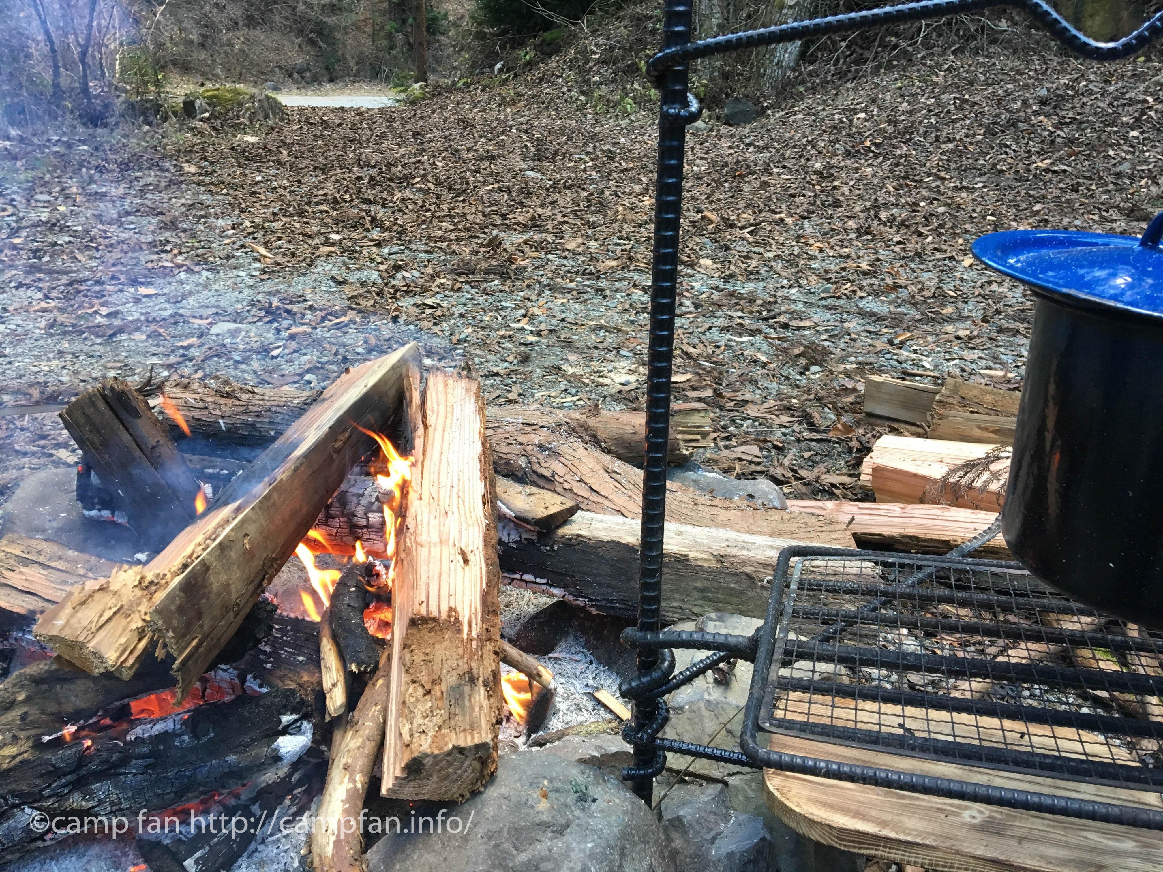 焚き火:椿荘